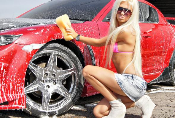 Девушка моет Мазду 6 фото авто - Девушки и авто