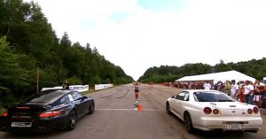 Nissan Skyline R34 vs Porsche 911 Turbo Evotech