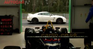 Nissan GT-R vs Formula 3 Car